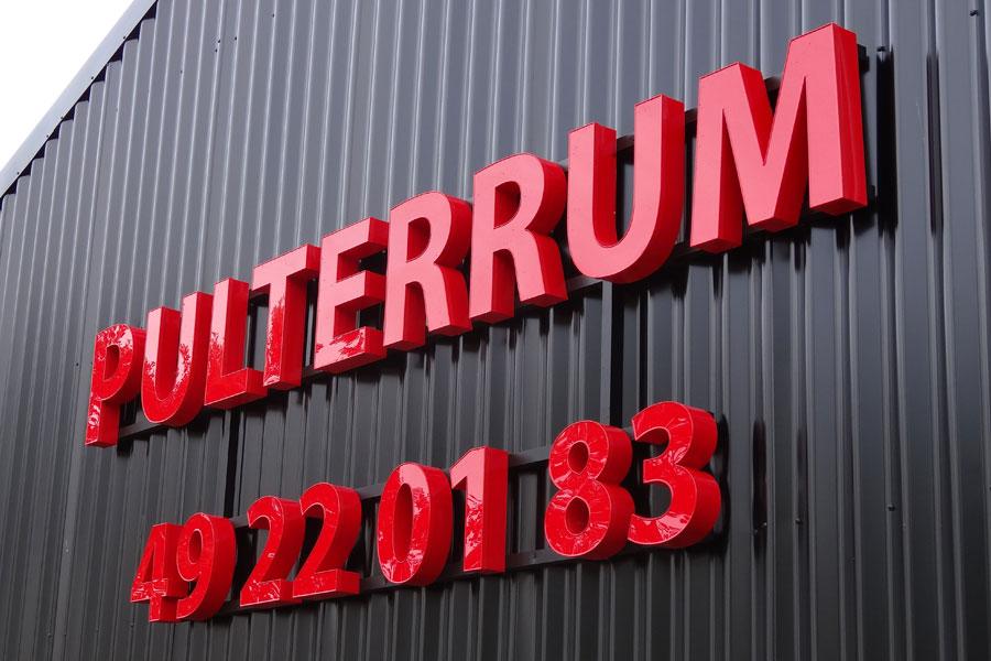 Højglanspolerede bogstaver med lys - Pulterrum