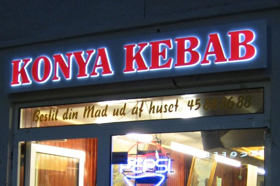 Konya Kebab - aluminiumspanel med lysende bogstaver