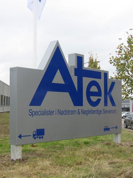 Specialdesignet logoskilt - Atek