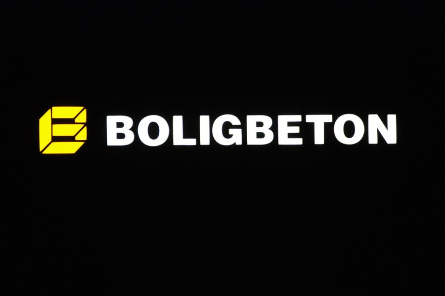 Firmalogo med lys til bygningen - Boligbeton
