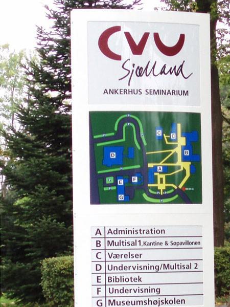 CVU Sjælland - pylon med oversigtskort