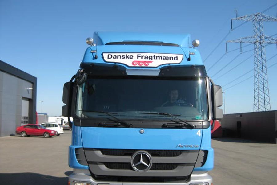 FrontSignLED® lysskilt - på Mercedes lastbil