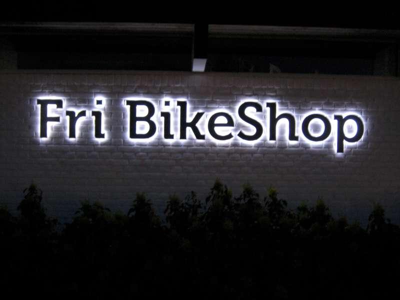 Fri BikeShop Natbelysning