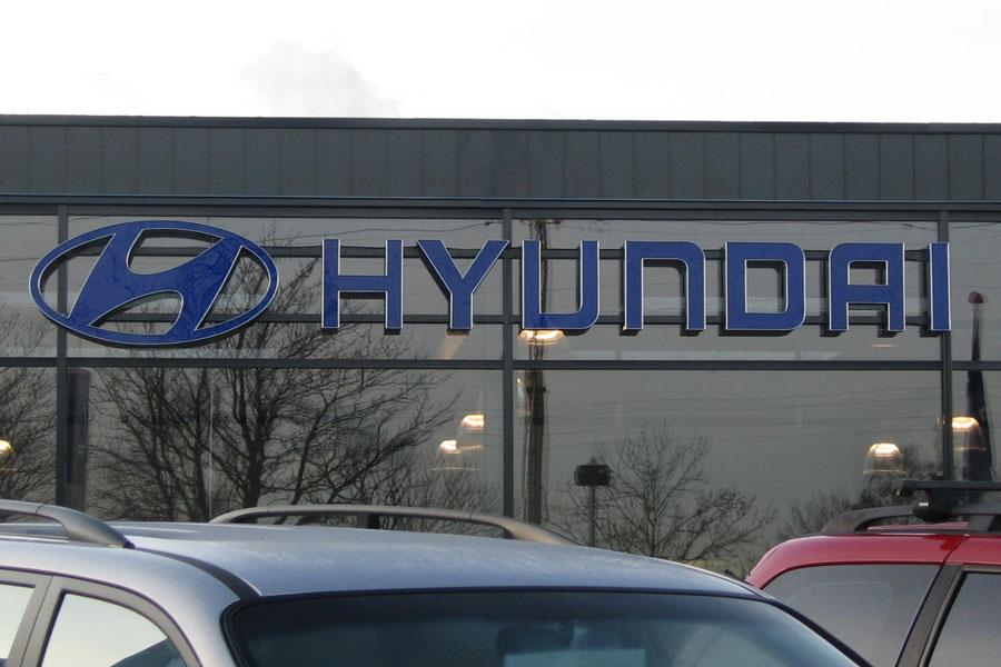 Logo og bogstaver med fremadrettet lys - Hyundai