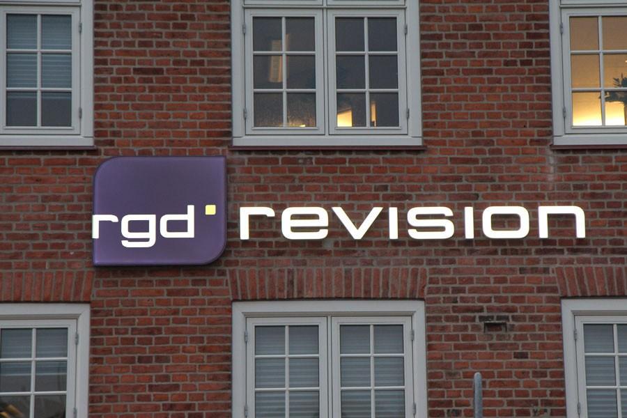 SlimLux facadebogstaver og logotræk med lys - RGD revision