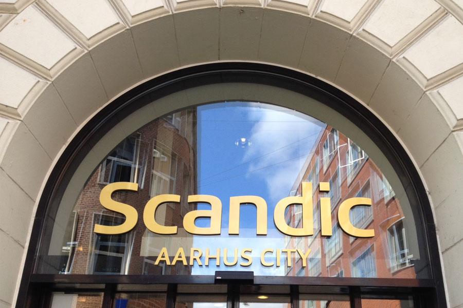 Facadebogstaver og logo i messing - Scandic Århus
