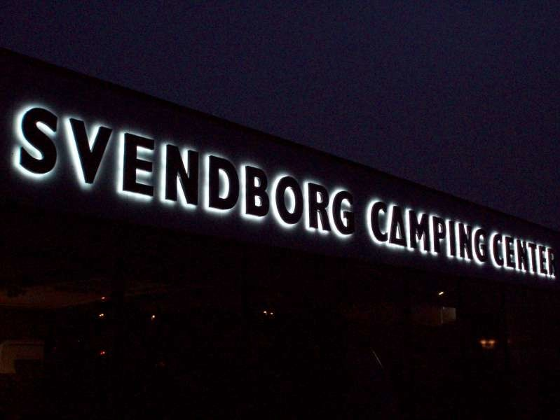 Facadebogstaver - Bagudlysende i 3D - Svendborg Camping Center