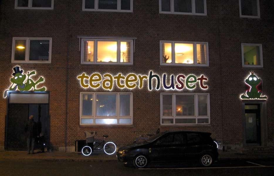 Logoskilte med lys - til facaden - Teaterhuset Esbjerg