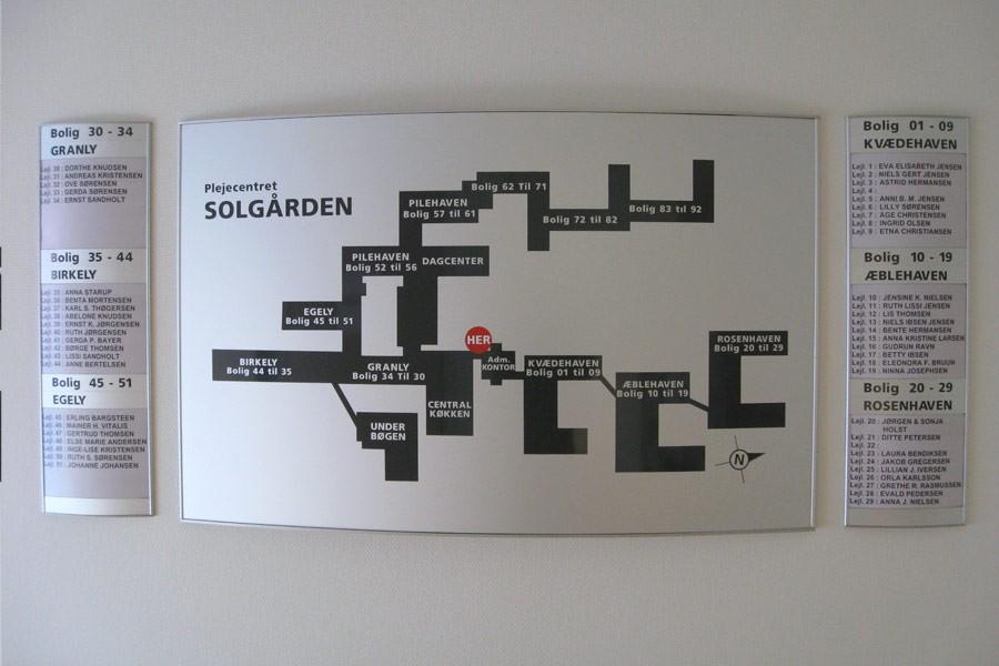 Skiltesystem Ellipse - Buet Oversigtstavle - Plejehjemmet Solgården