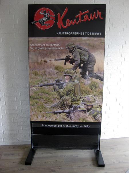 Display med brochureholder - valgfri størrelse