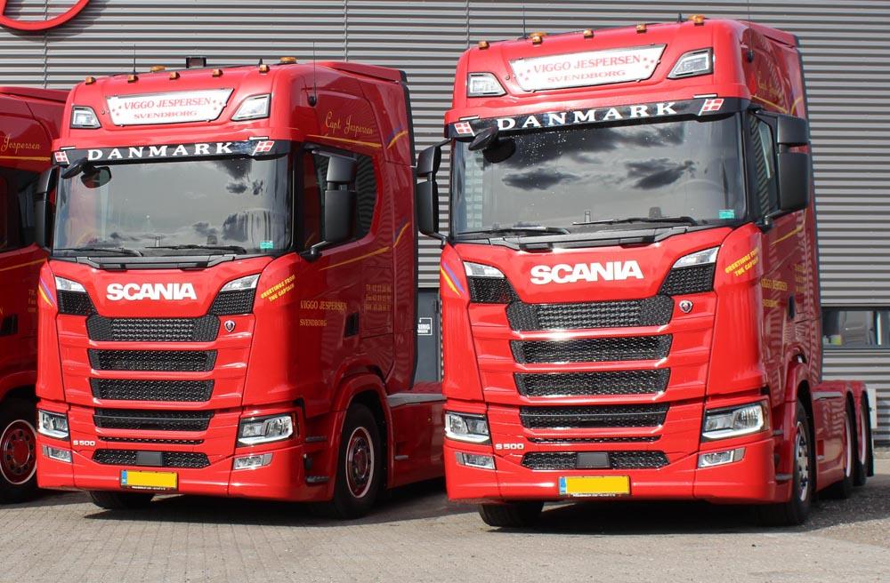 FrontSignLED® lysskilt - monteret på Scania