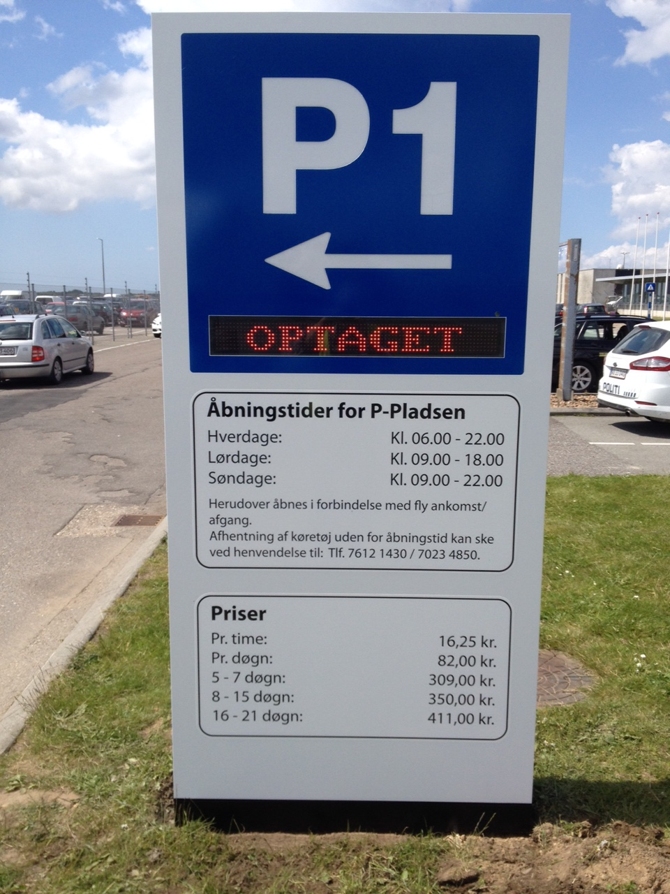 Pylon - Parkeringsstander med indbygget lysavis - Esbjerg Lufthavn