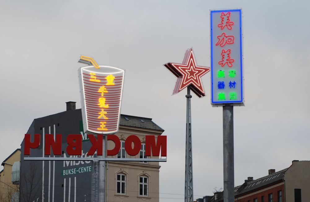 Neonmaster - Superkilen/Den Røde Plads på Nørrebro